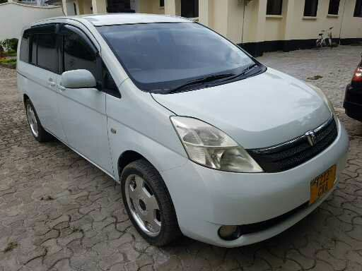 Used Toyota Isis for sale in Dar es Salaam